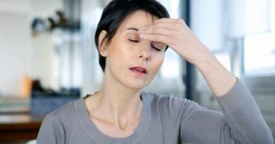 11 Apr 2013 --- Woman with a migraine --- Image by © B. Boissonnet/BSIP/Corbis